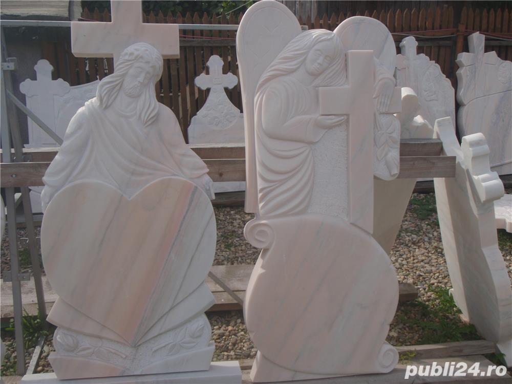 Monumente funerare,cruci marmura,(producator)De la 700 lei!