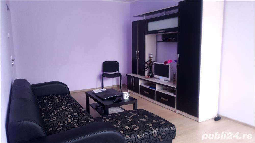 Apartament renovat și mobilat cu 3 camere si 2 grupuri sanitare