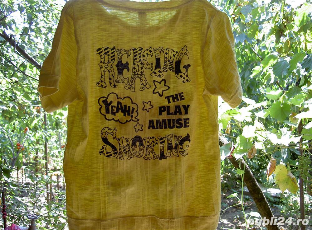 tricou galben creponat cu imprimeu M