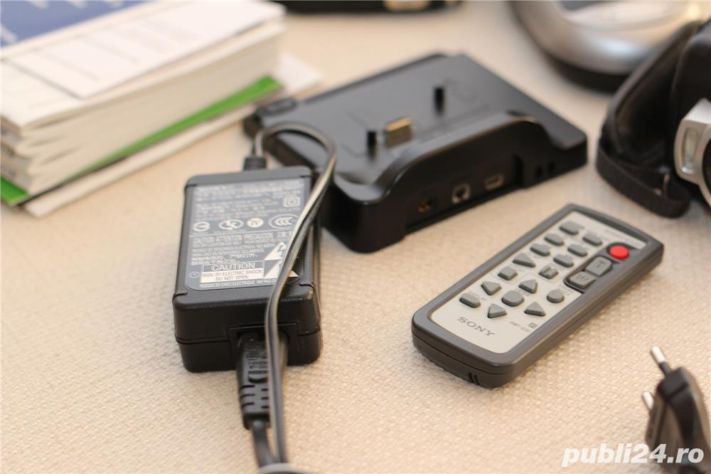 Vand handycam Sony HDR SR10 pachet complet stare impecabila