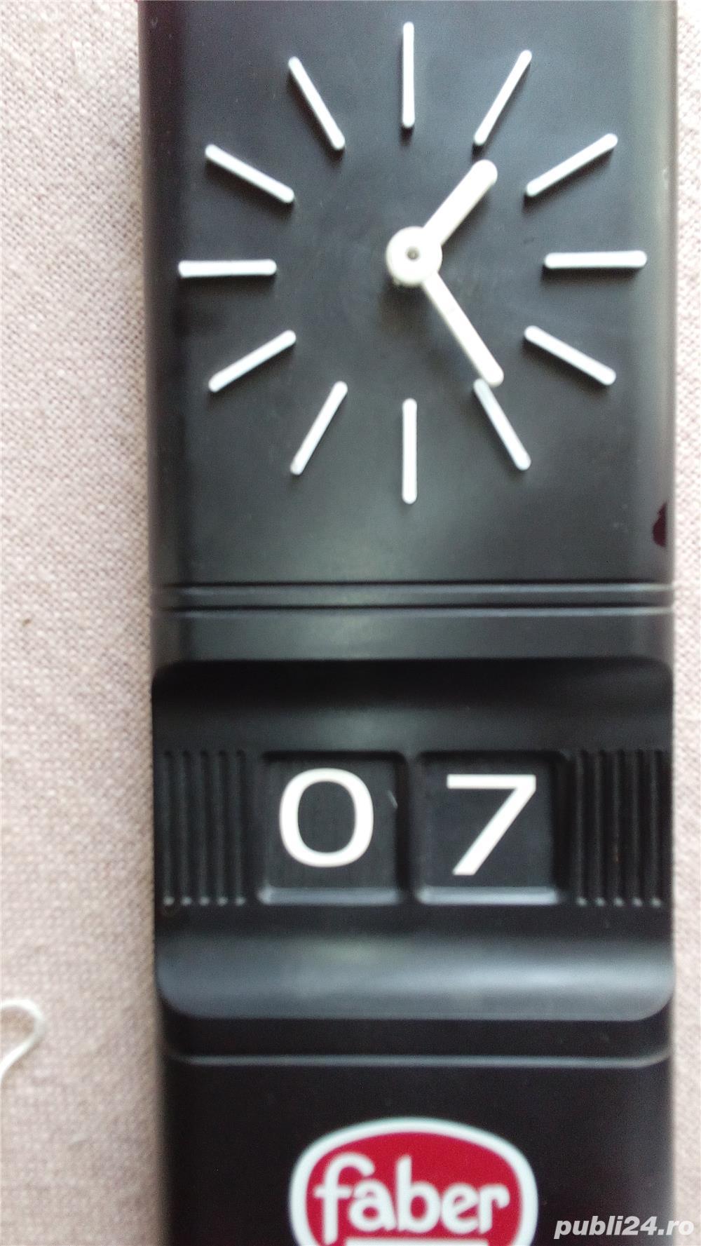Vand ceas de perete cu data,marca Faber