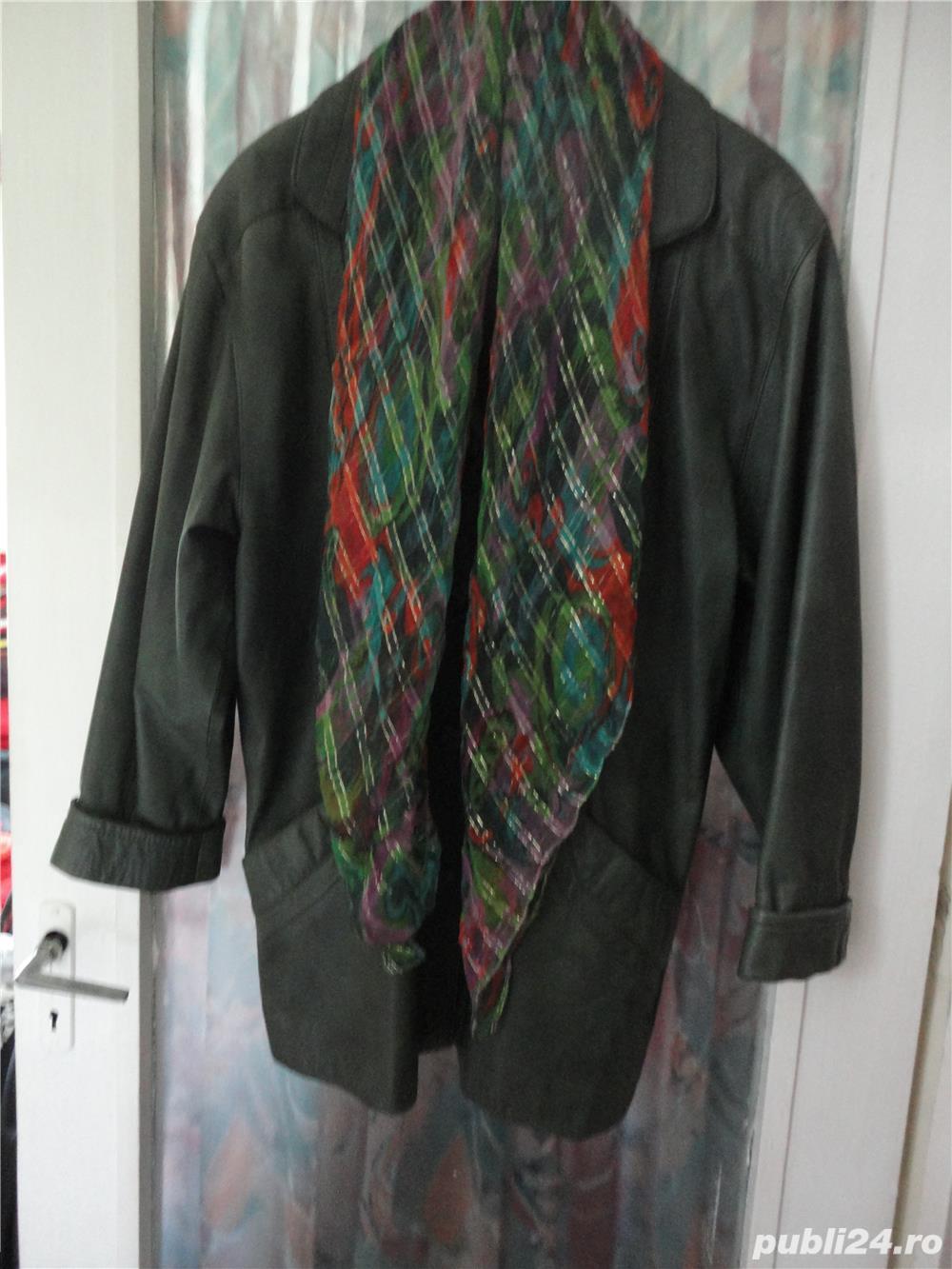 haina de piele verde culoarea anului