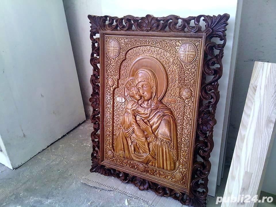 Icoana Maica Domnului, sculptata din lemn masiv