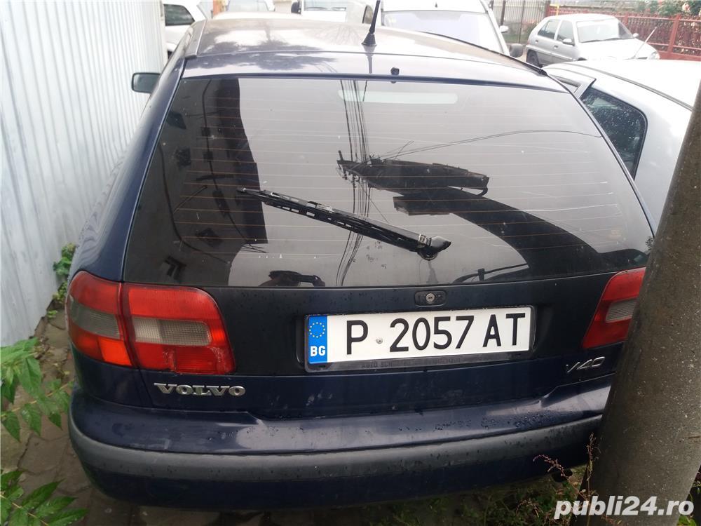 Triple Volvo V 40
