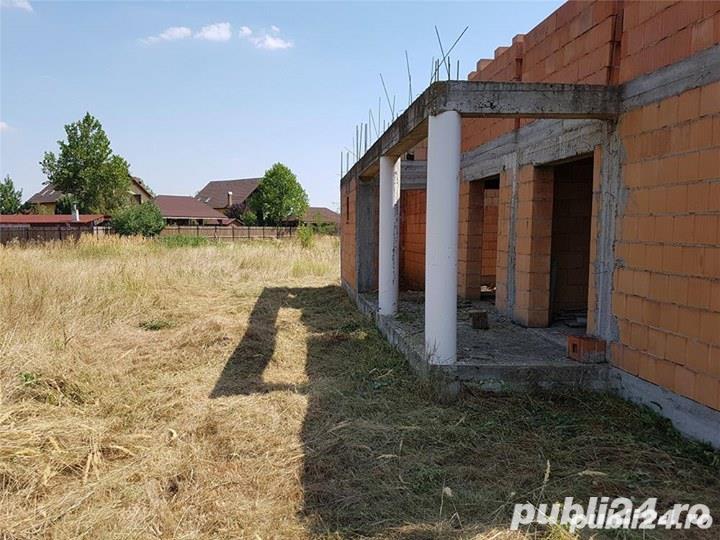 Teren si casa in constructie in localitatea Pischia