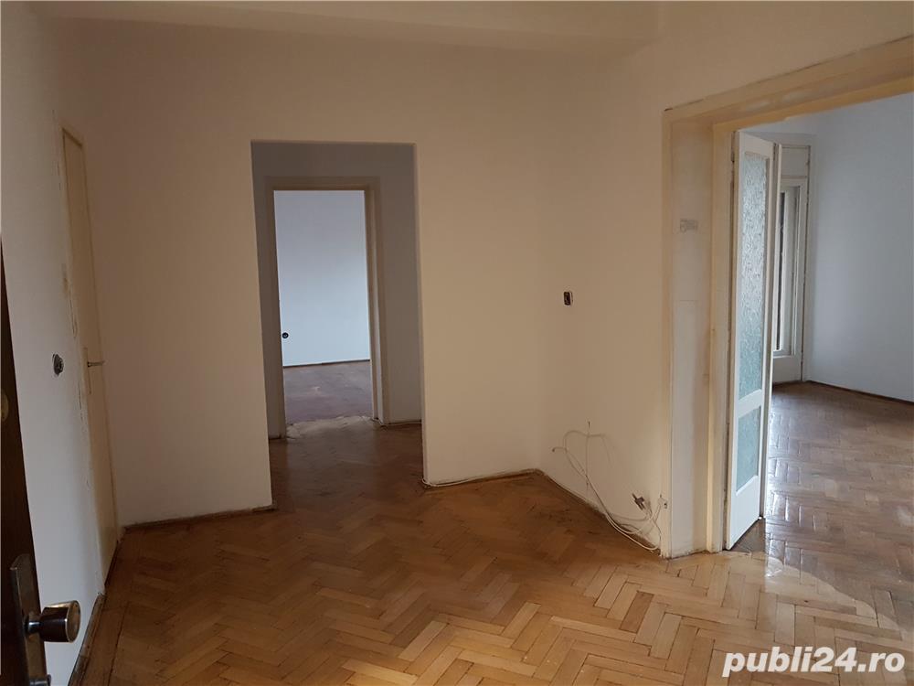 Apartament cu 4 camere+garaj+boxă