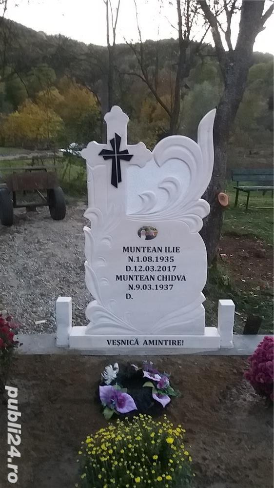 Monumente funerare, cruci marmura de la 750 lei!