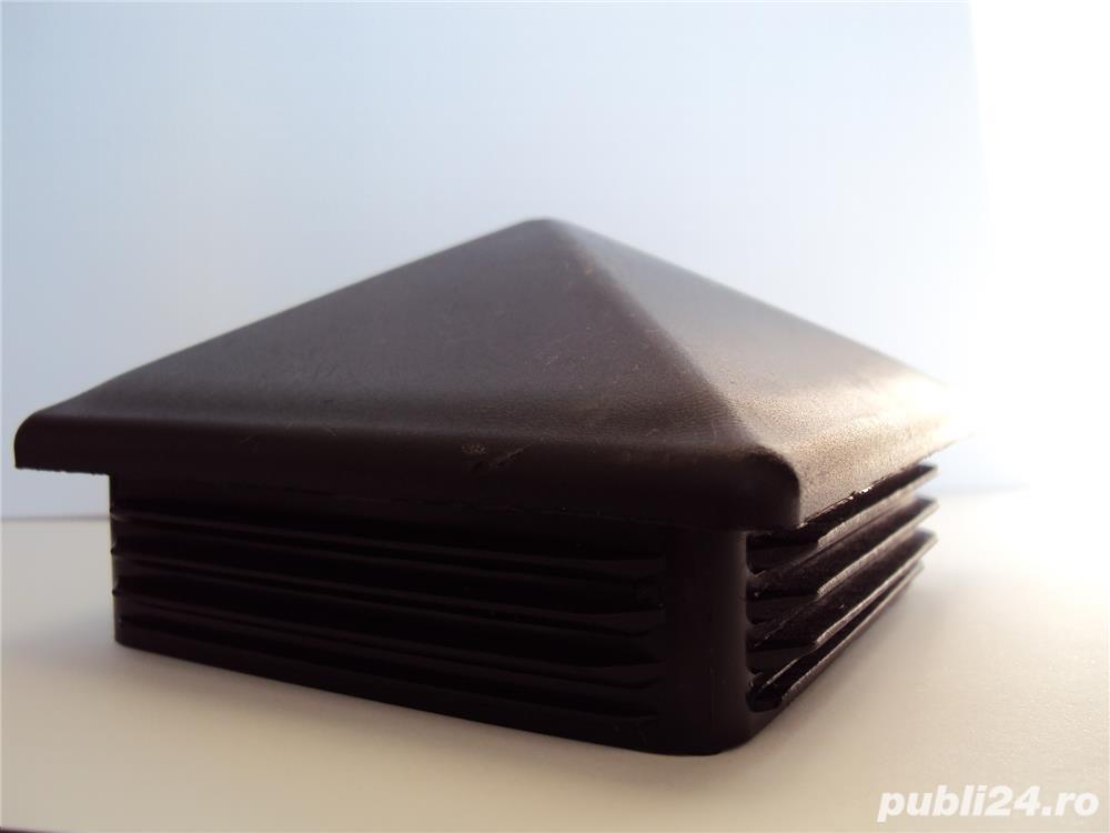 capac plastic 100x100 piramida