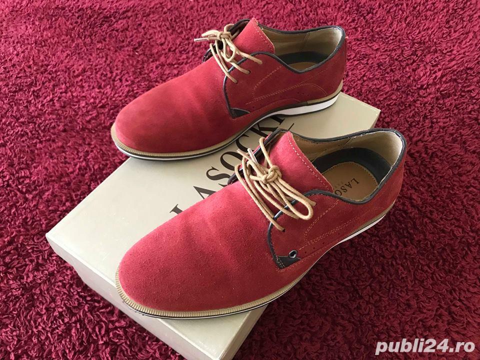 Pantofi rosii piele intoarsa ca noi in cutie