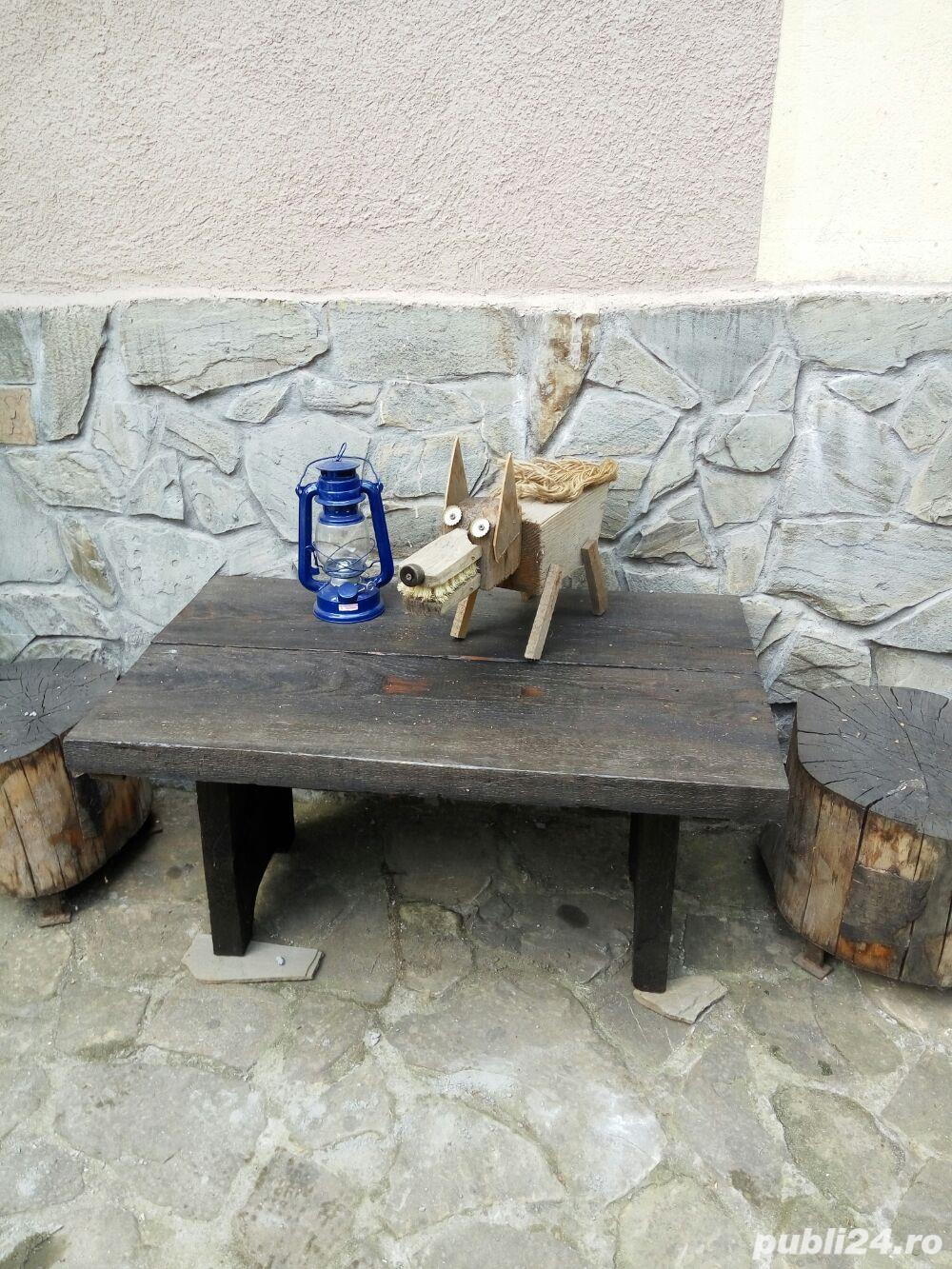 Vand masa si doua taburete de gradina