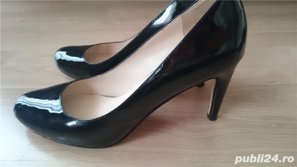 Pantofi Michael Kors negri din piele lacuita, marimea 9,5 US (40,5)