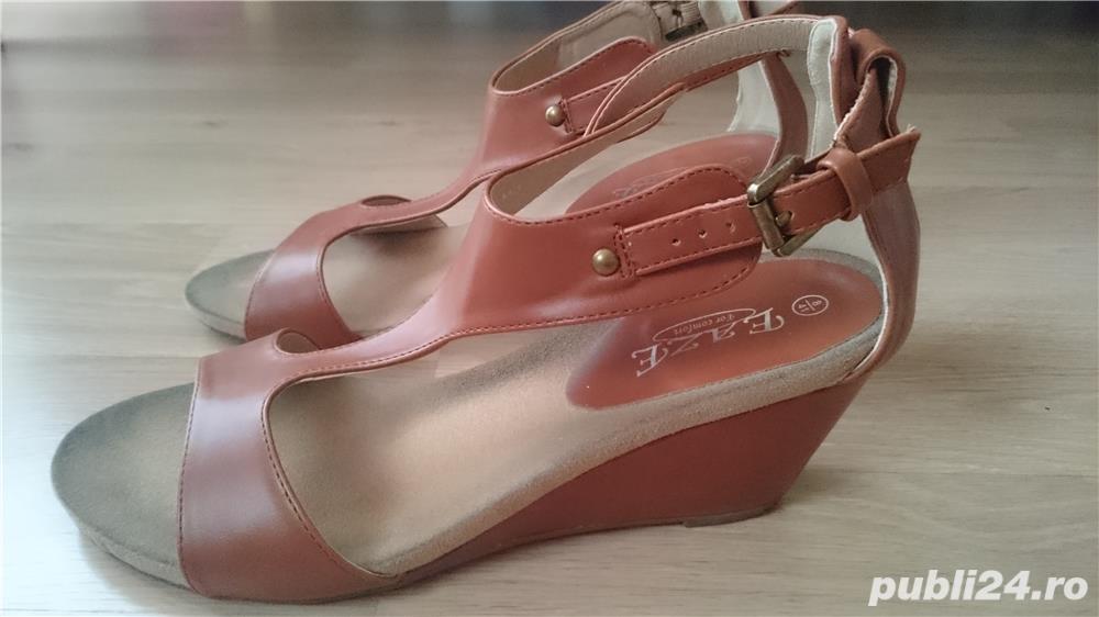 Sandale maro din imitatie de piele, cu talpa ortopedica, marimea 41