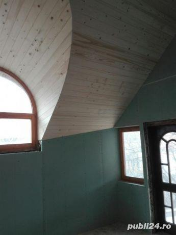 Mansarde cu lemn, rigips, grinzi ornamentale, ancadramente ferestre