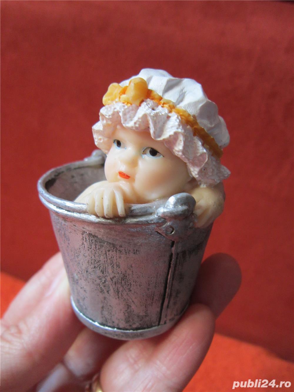 Bebelus in galetusa -decoratiune miniatura Vintage superba -un cadou deosebit