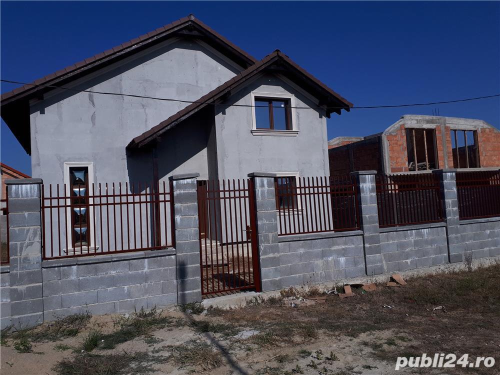 Vand casa parter+mansarda in sat URSENI,zona rezidentiala,pret 87000 euro Direct de la proprietar!!