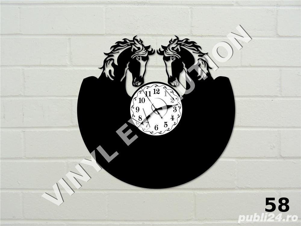 Ceas de perete din vinil cu cai