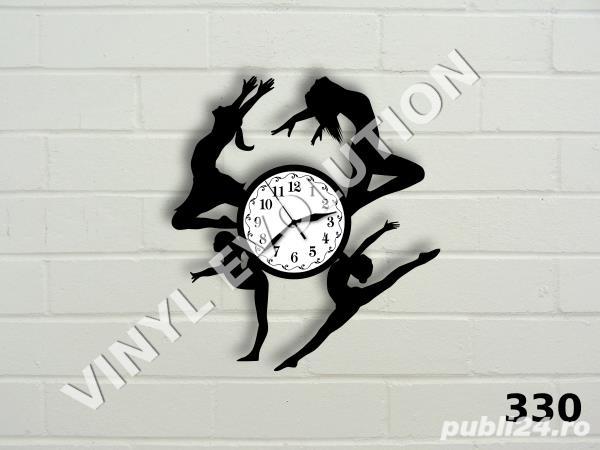 Ceas de perete din vinil cu dansatoare