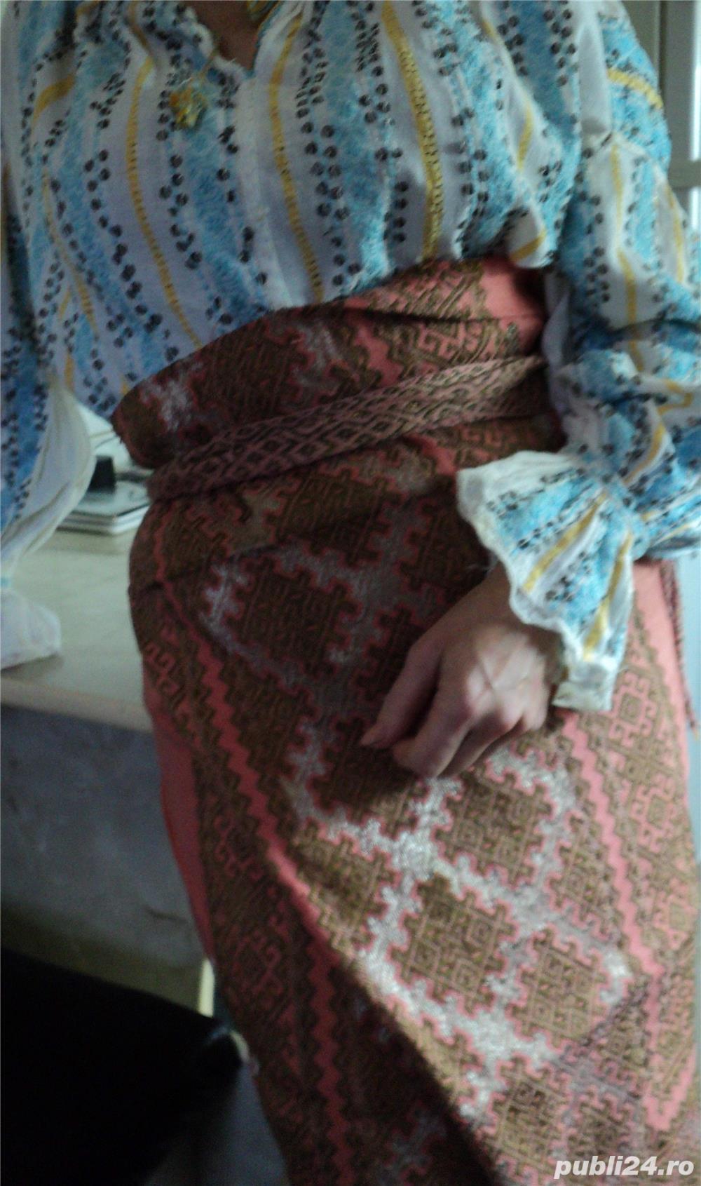 VINTAGE costum popular foarte vechi (are peste 110 ani). Este curat si foarte bine păstrat