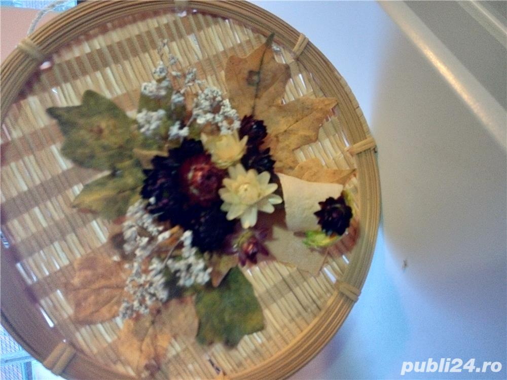 Vând aranjament floral