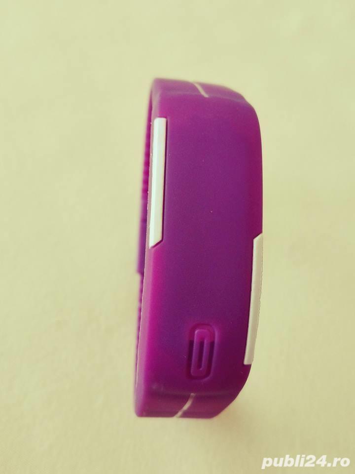 Ceas silicon LED unisex culoare pe mov