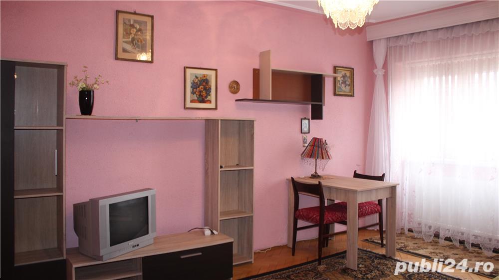 Apartament cu 3 camere si 2 bai in zona centrala