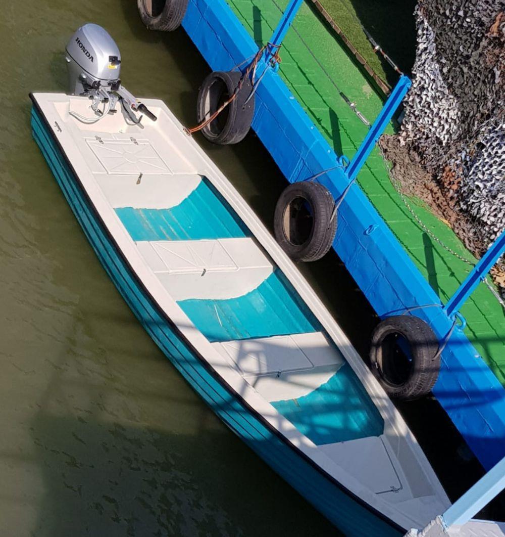 Inchiriez barca cu motor 20 cp