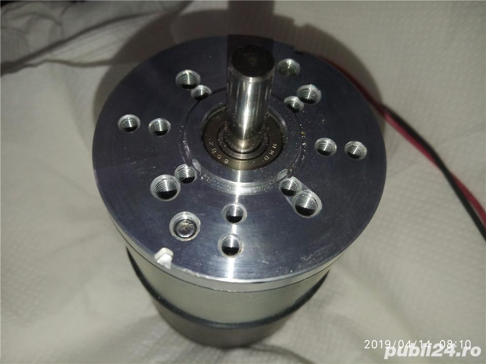 Vând motoare de c.c., 24V, Pnom = 65W, 3300rot/min.