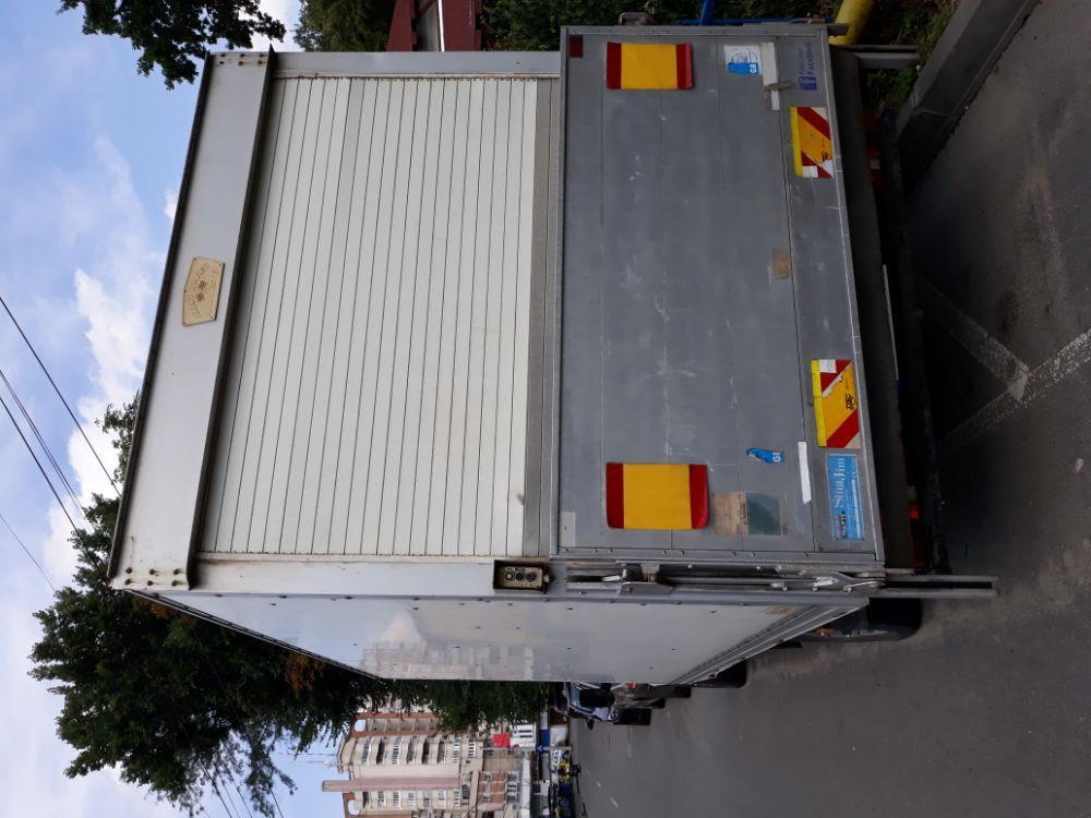 Efectuez transport de marfă cu dubă inchisa