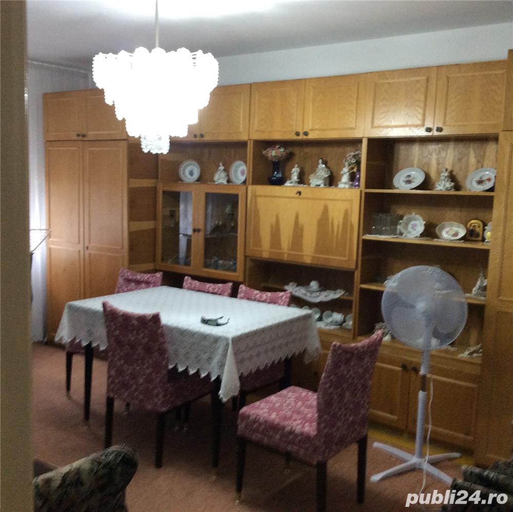 Vanzare apartament cu 3 camere Pb mare Rogerius