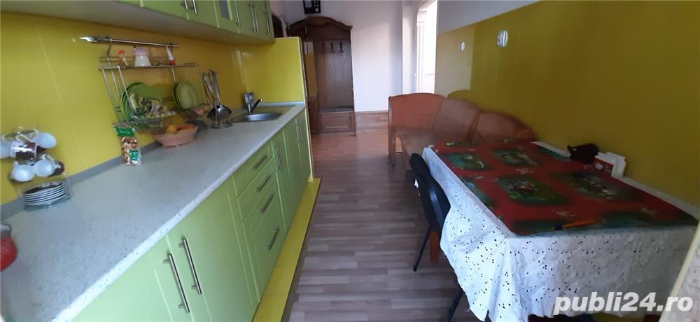 Inchiriez apartament 3 camere Rm Valcea