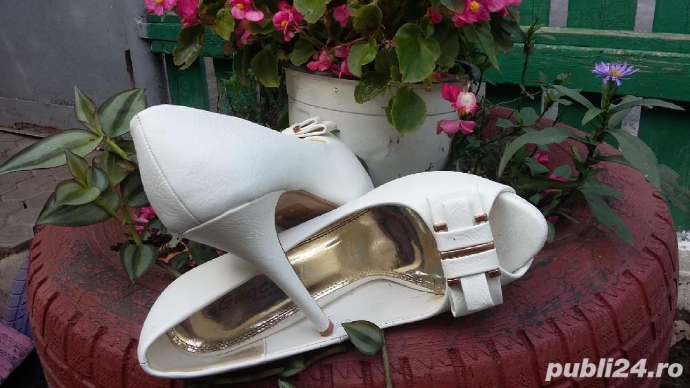 Vind pantofi mireasa marimea 40