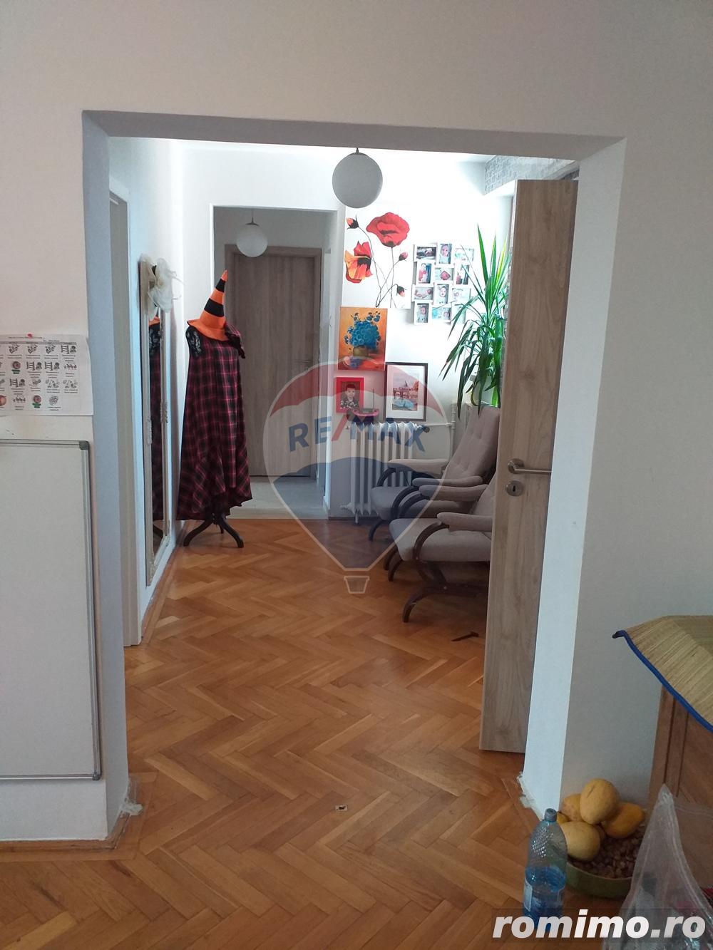 Apartament de vanzare cu 3 camere pe str. Transilvaniei Rogerius