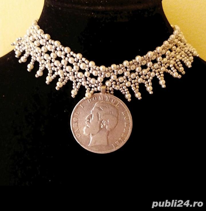 Colier elegant din margele, cu moneda de argint