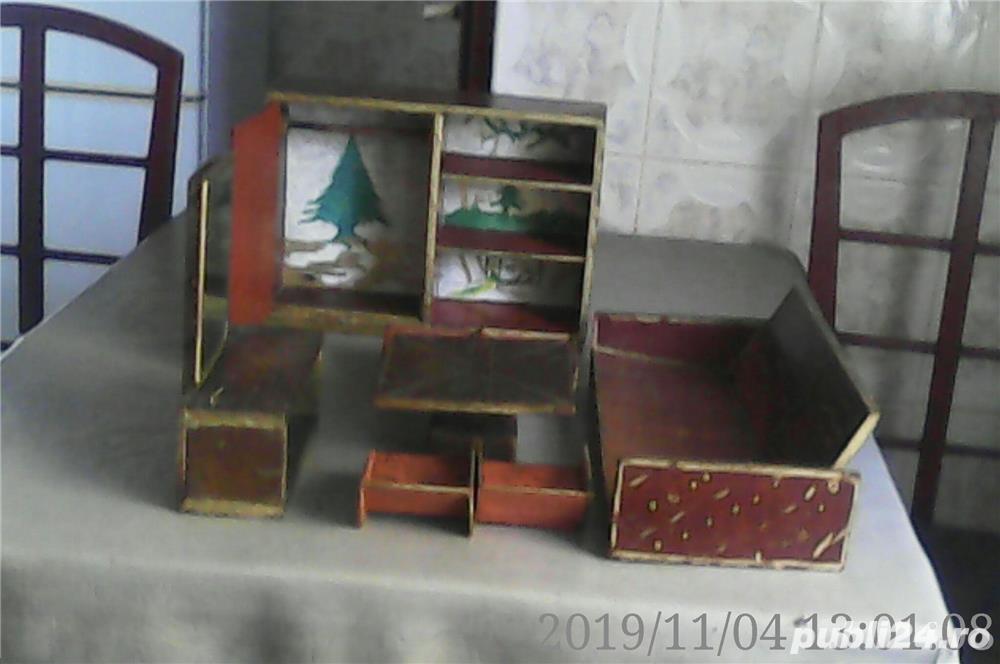 Vând: Mobilă de jucărie din lemn, 8 piese făcute manual, vechime peste 100 ani
