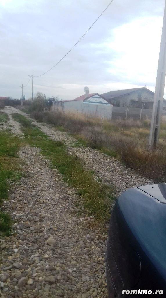 Vand Loc de casa in Les, la 13 km de Oradea.