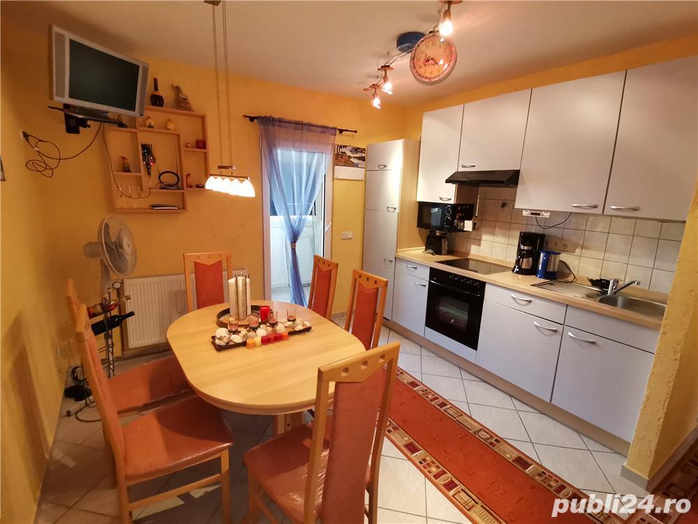 INCHIRIEZ apartament 2 camere dec.,renovat, zona Centrala