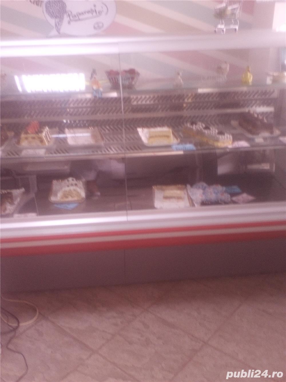 Vitrina frigorifica cofetarii sau carne