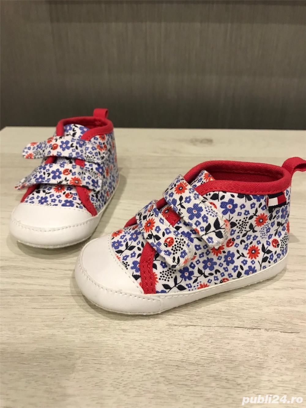 Vand pantofi NOI, CU ETICHETA; ORIGINALI pentru BEBE - marime US3-4, EUR18.5-19.5 - Tommy Hilfiger