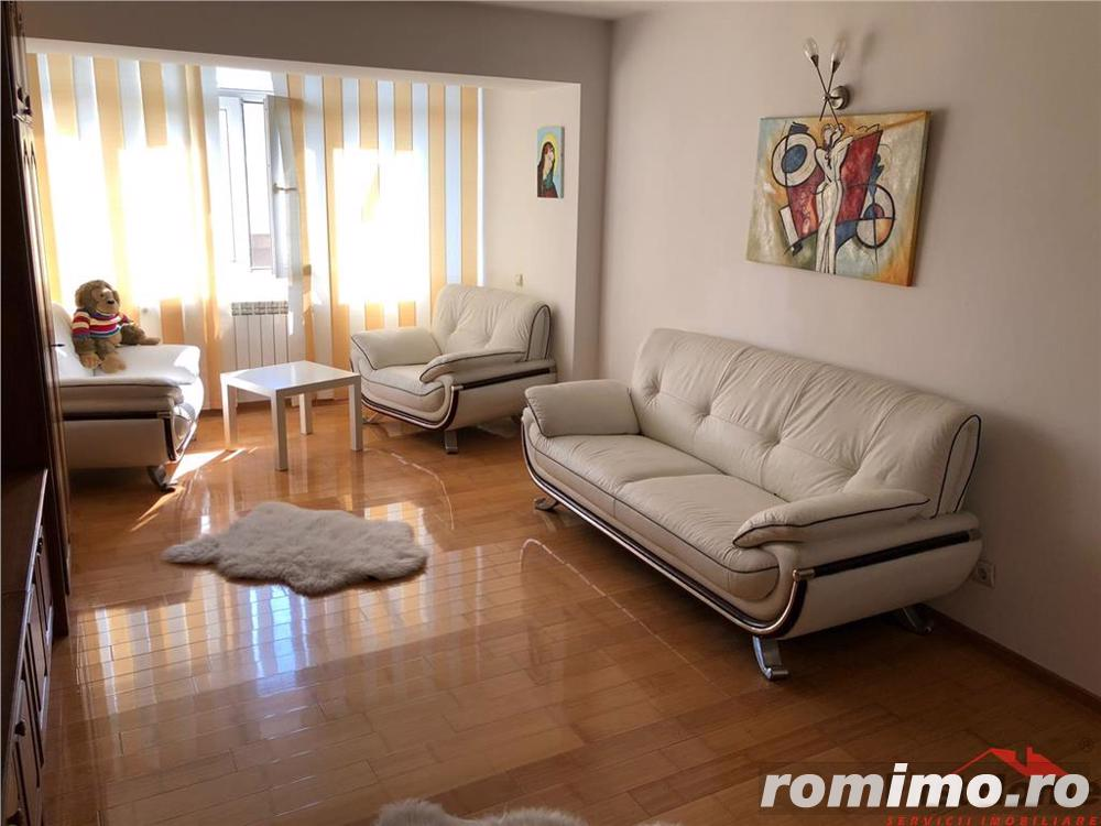 Apartament 3 camere, zona Centrala , etaj 4, renovat si mobilat