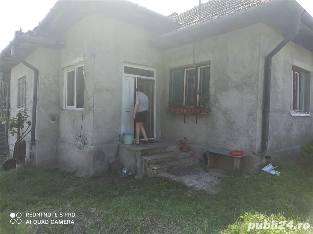 Vând casă la țară