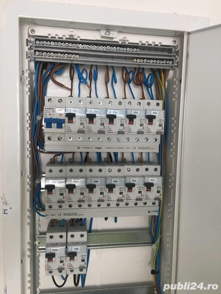 Electrician calificat.