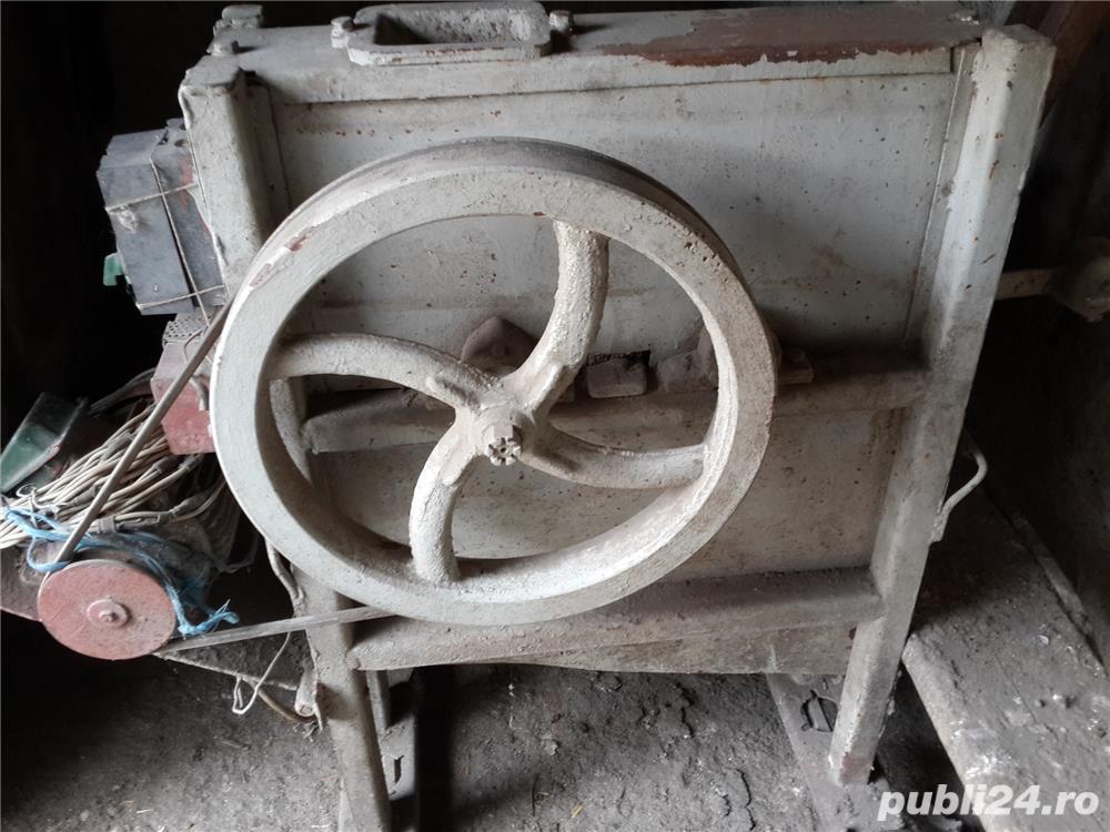 Vand masina de curatat stiuleti de porumb