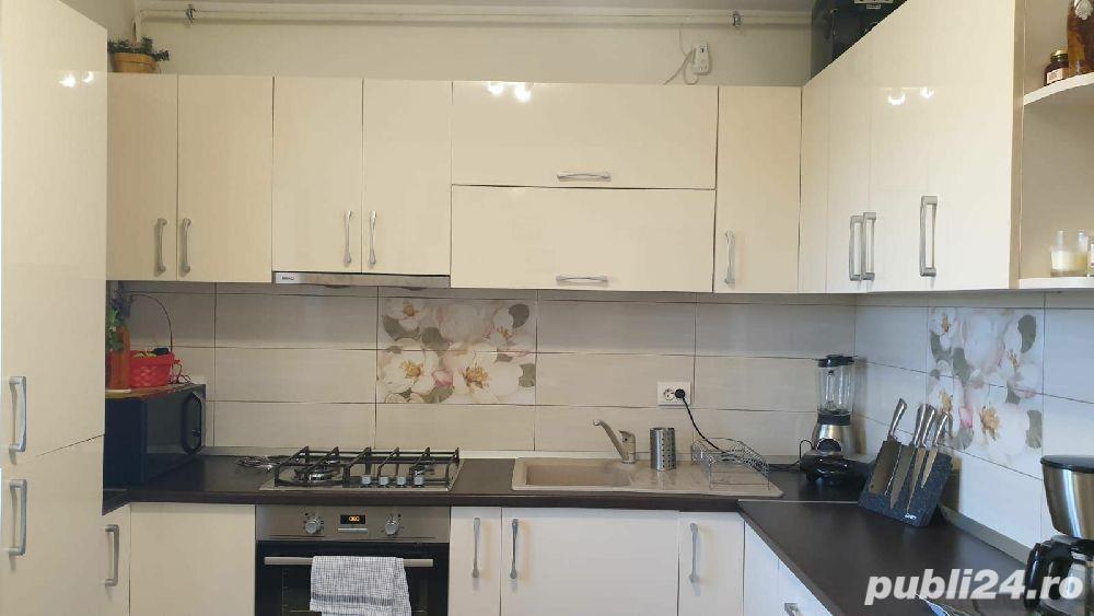 Vând apartament 3 camere (Craiova, zona Ciupercă)