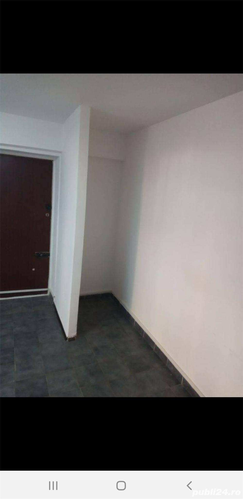 Închiriez spațiu comercial pentru sediu firma , birou, zona Iulius mall 25 mp, intrare din strada