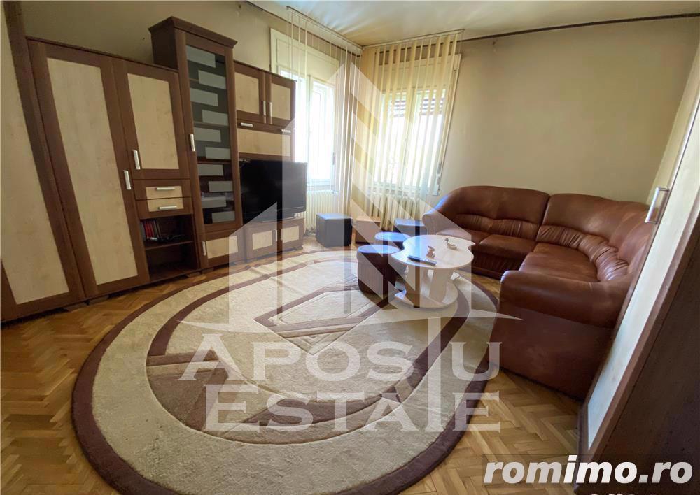 Apartament 3 camere decomandat la vila LIPOVEI