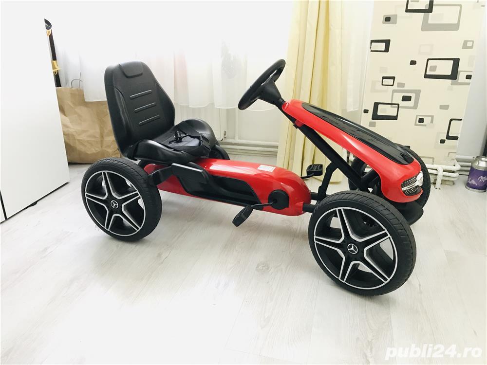 Kart cu pedale și roti din cauciuc