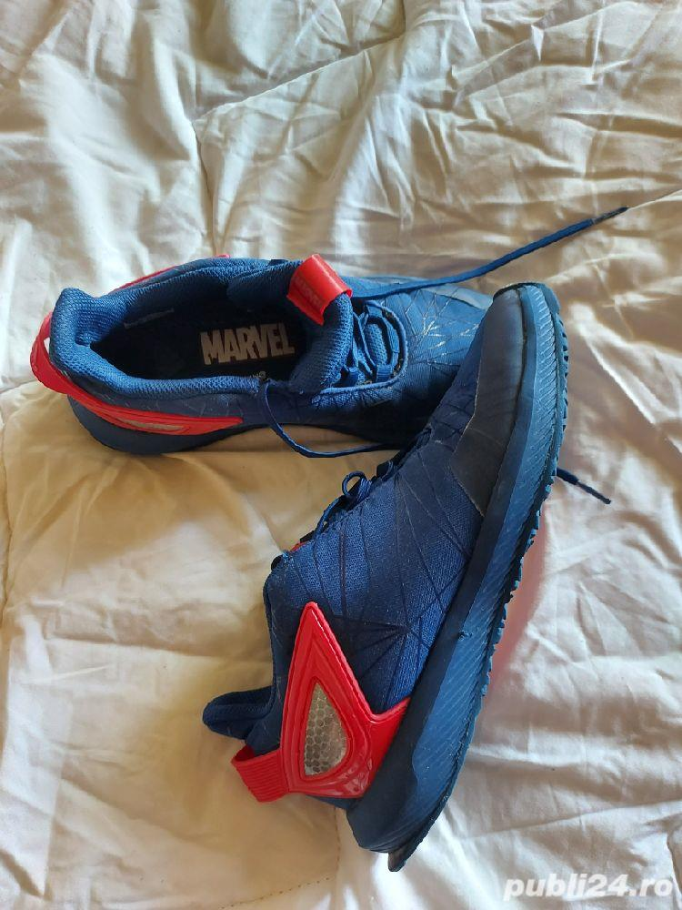 Adidasi Adidas  si Converse ,mărimea 35