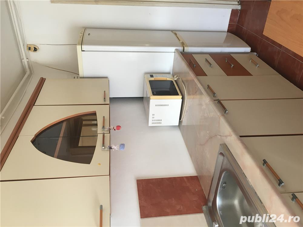 De  inchiriat apartament cu 3 camere in Alexandria