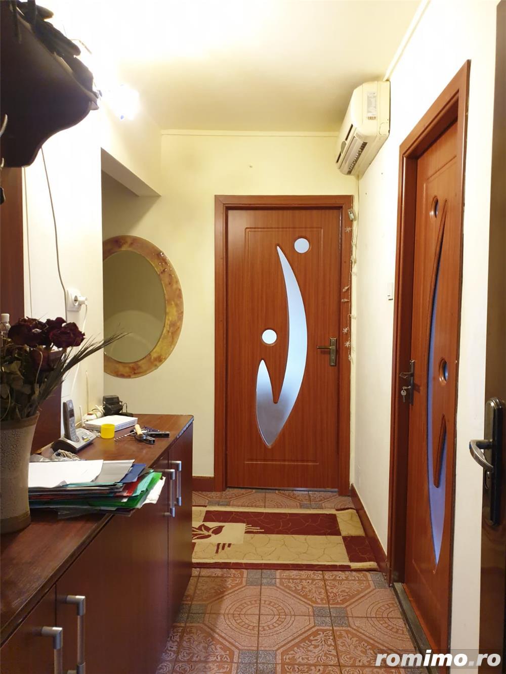 Apartament 3 camere, decomandat, zona Soarelui