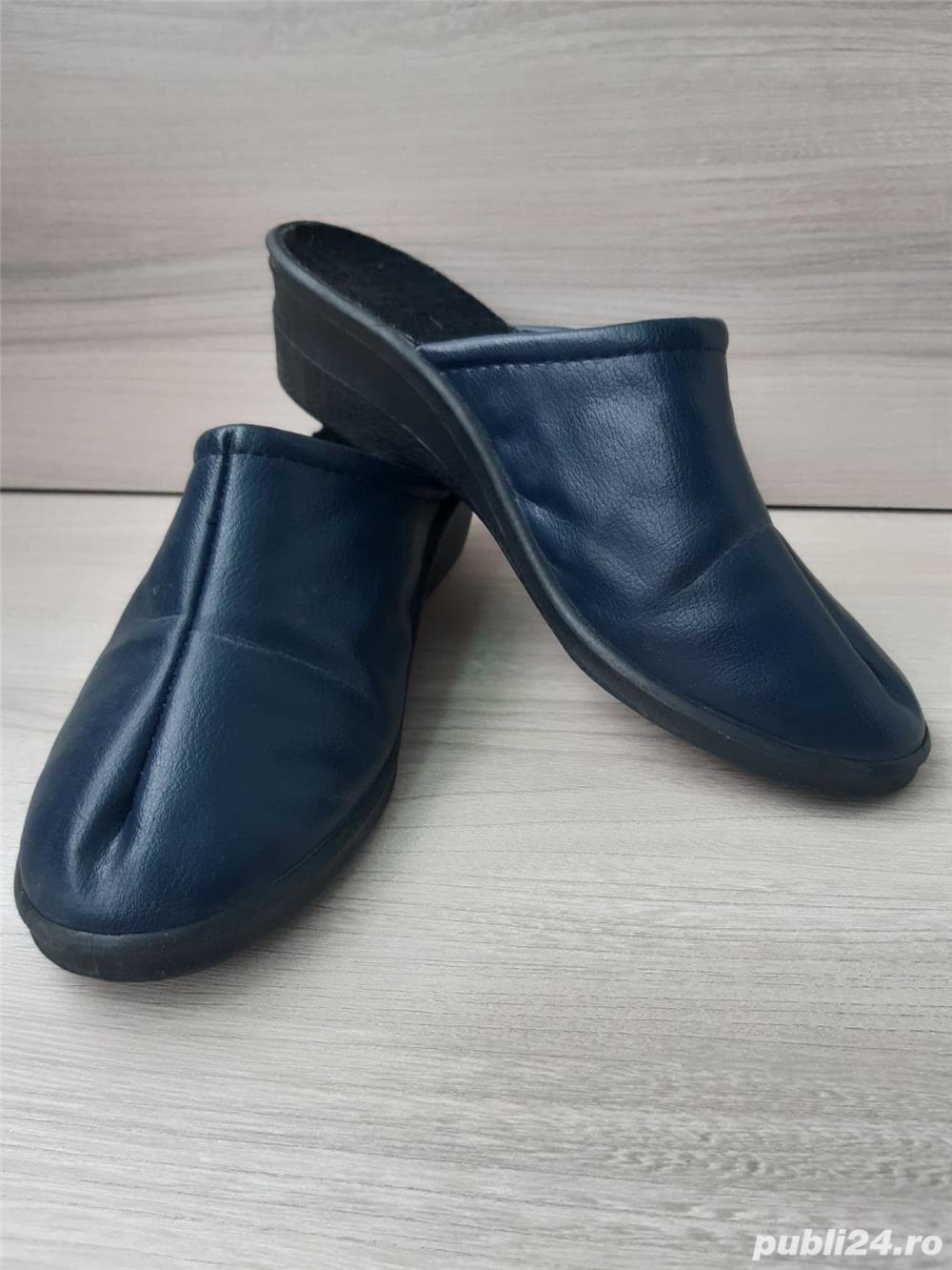 Papuci piele ,marime 39/40
